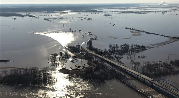 Kansas town evacuated as Missouri River waters rise